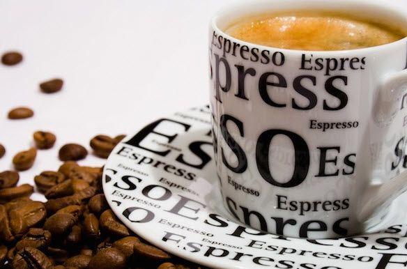Perbedaan Antara Kopi Espresso Dengan Kopi Regular.
