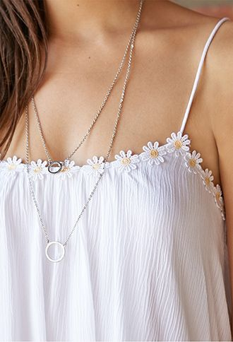 This top and necklace combination are beautiful! The dainty daisies and necklaces are perfect! #topshoppromqueen