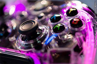Festival Scopitone 2015 : jeux vidéo & nouveaux contrôleurs - La bonne vieille manette est toujours le contrôleur n°1 dans le monde vidéo-ludique. Bien que concurrencée par d'autres objets comme la Kinect (Microsoft), capteur infrarouge débarrassant le joueur...