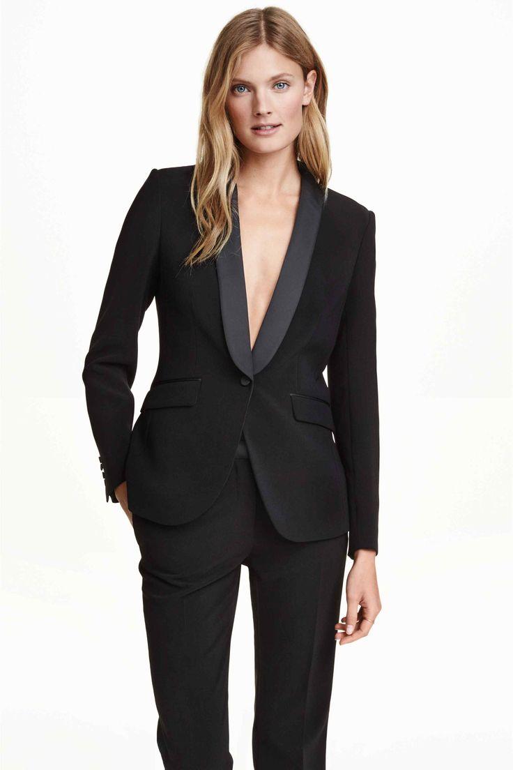 женский черный костюм фото распространенная техника покраски