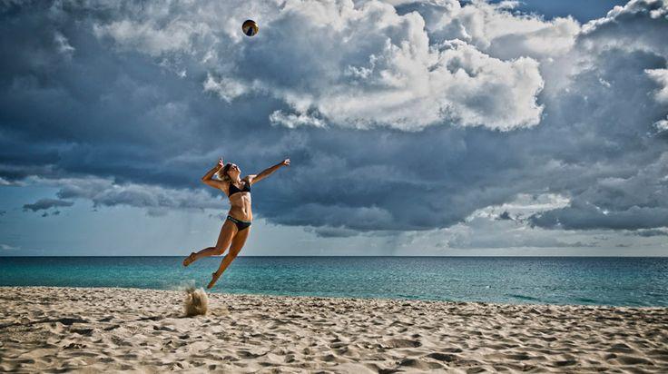 Bilder der Beachvolleyball-Frauen Kira Walkenhorst und Laura Ludwig