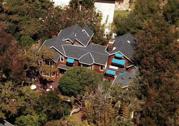 Gillian Anderson's Malibu home. I like everything but the blue awnings.