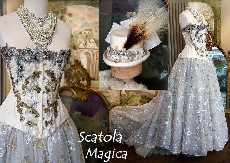 Corsetto 800 con applicazioni argento, oro, perle e gonna abbinabile in tulle ricamato, by Scatola Magica