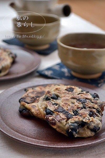 すいとんの粉でつくる黒豆のお焼き        すいとんの粉と市販の黒豆だけ! 簡単で美味しいお焼きです。    材料 (2人分) すいとんの粉 100g 水 50cc 黒豆(市販の甘く煮たもの) 140g前後