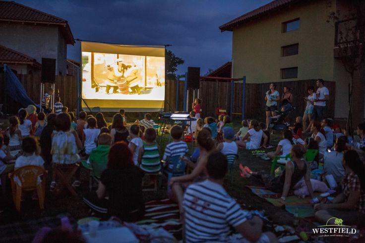 Film în aer liber. #westfield #arad #residential #outdoorMovie #fun #kids #family #minions
