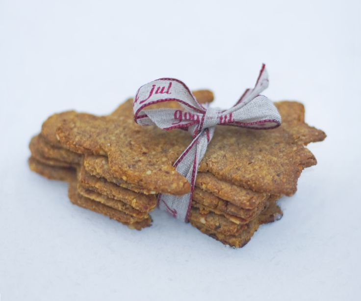 Swedish Pepparkakor / Vegan Gingerbread Cookies  Makes 20-40 depending on the size of the cookie cutters  http://www.greenkitchenstories.com/not-your-traditional-pepparkaka/