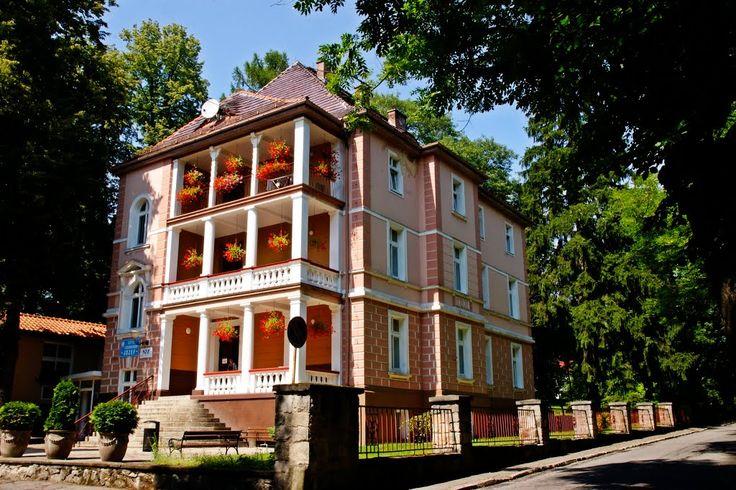 """Szpital uzdrowiskowy """"Józef"""" w Lądku Zdroju. Budynek z 1870 roku. Pierwotnie był to dom tylko dla oficerów, funkcjonowało to też kasyno."""