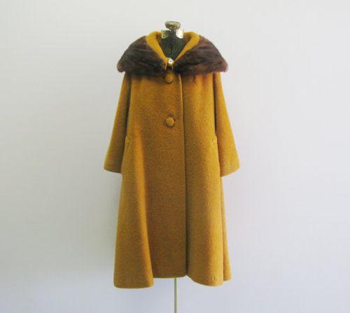 ik kocht net de ideale gele jas, perfect om dit modelletje mee te maken (denk ik!)
