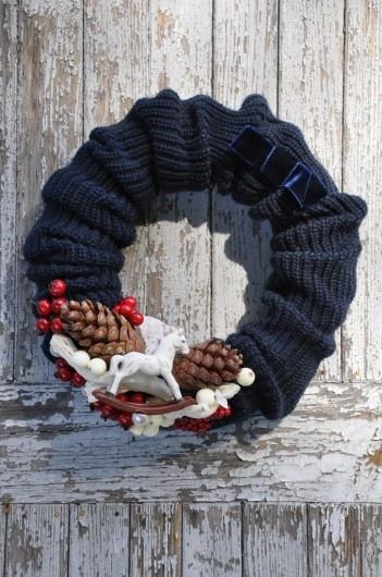 cute idea sweater sleeve wreath