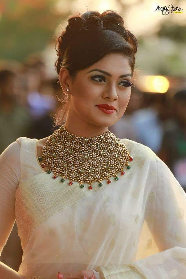 Bangladeshi Actress Tisha wearing white Tangail Shari...!!!! Simply Stunning!!!