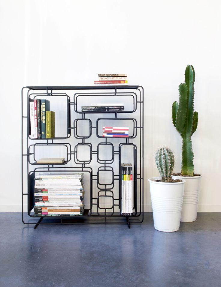 Regal Project Q. / Metall - L 76 cm x H 86 cm, Schwarz von XL Boom finden Sie bei Made In Design, Ihrem Online Shop für Designermöbel, Leuchten und Dekoration.