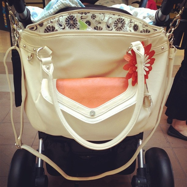 Such a great idea - hang your Grace Adele bag on your stroller and organize baby's stuff in the larger bag while keeping your mommy stuff in the clutch! Thanks @smellssoyummy for sharing via Instagram.