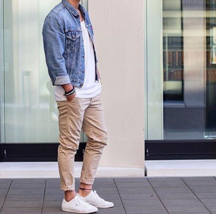 Die: White Sneakers + Beige Chinos + White Simple T-Shirt + Lightblue Denim Jacket