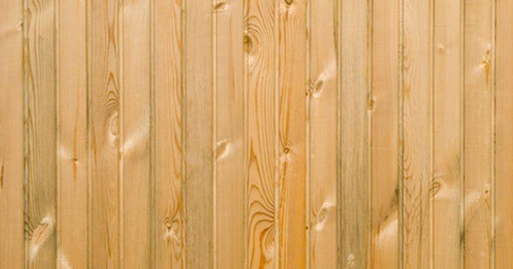 Qual é a altura correta para lambris?. Lambris consistem em tábuas curtas que são instaladas na vertical ao longo da porção inferior de uma parede. A altura deles depende da preferência pessoal e da altura da parede. Por padrão, os lambris de pré-corte vêm em comprimentos entre 72 em e 91 cm, mas também é importante considerar a altura das paredes do quarto.