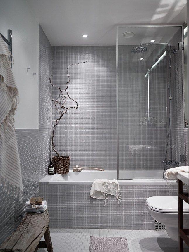 Серая нейтральная ванная комната.  (индустриальный,лофт,винтаж,стиль лофт,индустриальный стиль,квартиры,апартаменты,мебель,интерьер,дизайн интерьера,ванна,санузел,душ,туалет,дизайн ванной,интерьер ванной,сантехника,кафель) .