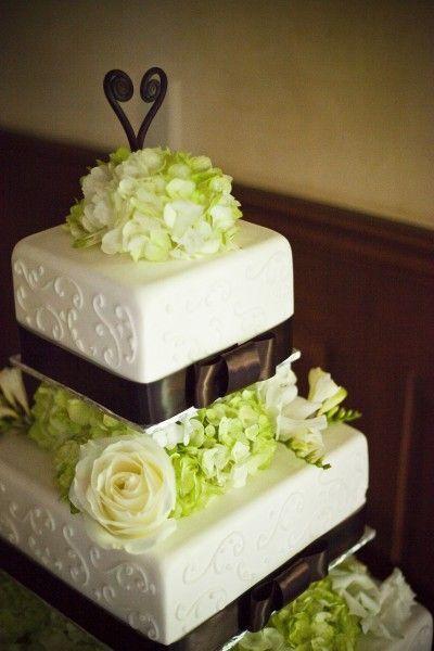 DIY wedding cake for inexpensive weddings