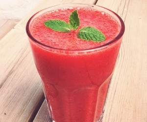 How to Make the Very Best Strawberry Shake Food & Drink - Le Janae