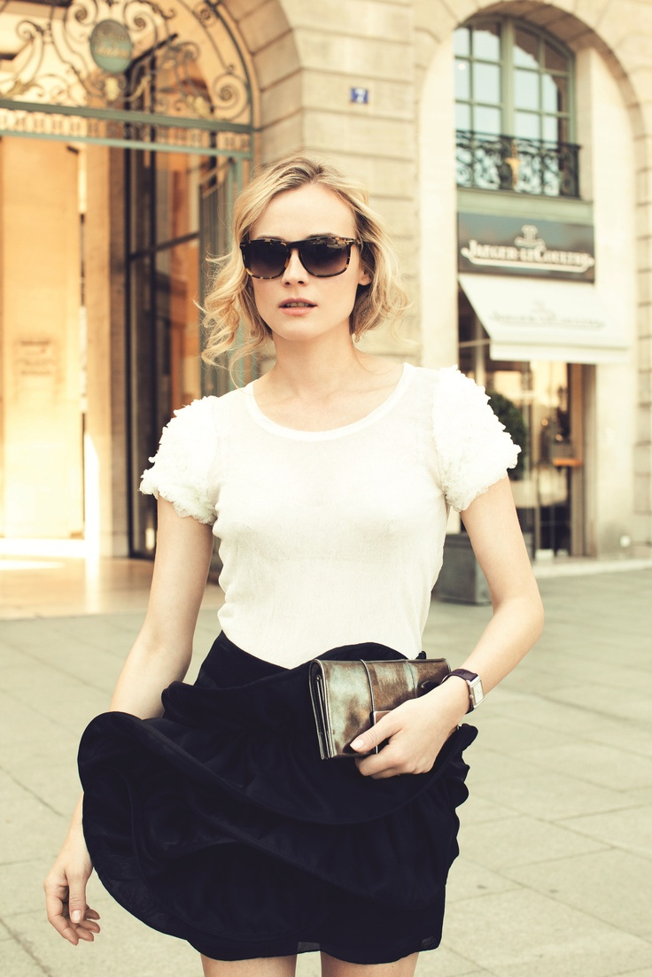 Icon of style in a legendary place in the heart of Paris… Diane KrugerKruger Grand, Kruger Style, Street Style, Ultra Thin, Diane Style, Lady Ultra, Reverso Lady, Grand Reverso, Diane Kruger