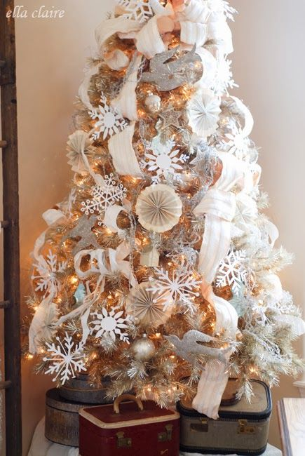 christmas tree decorating with tulle, bead garland and tinsel garland | ... little vintage travel cases and hat boxes under the tree just for fun