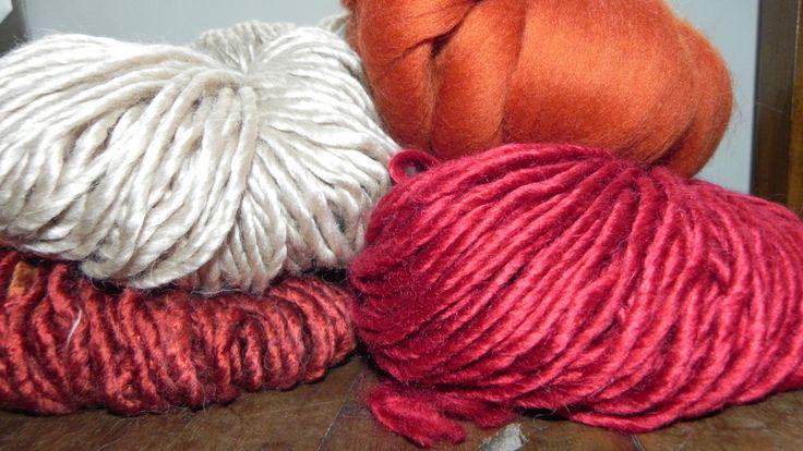 Mechalán (lana y acrílico) de LHO. Y vellón al tono. http://bigua-telar.blogspot.com.ar/2013/09/blog-post_27.html