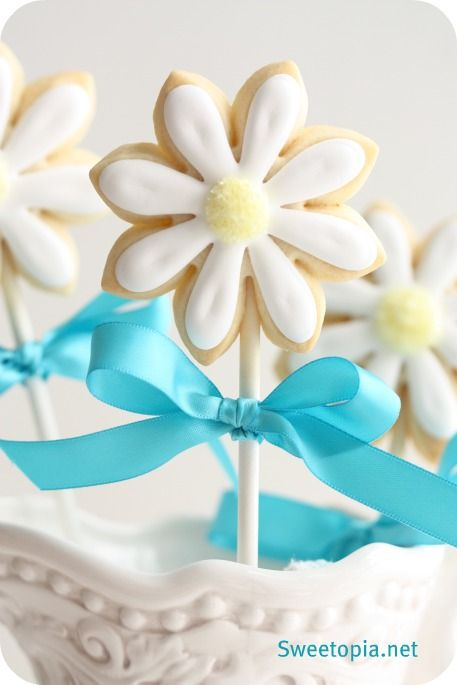 How to make daisy cookie pops.