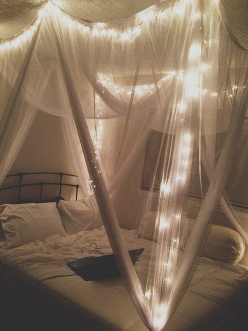 bed canopy with lights | For more cute room decor ideas, visit our Pinterest Board: https://www.pinterest.com/makerskit/diy-tumblr-room-decor/