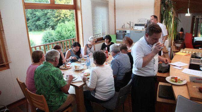 http://www.nachhaltigkeitsblog.de/2015/07/fischkochkurs-heimat-aufm-teller-mit-norbert-meister-und-hans-peter-eberhard.html NorbertMeisterEberhardHeimataufmTellerFischkochkurs_0167