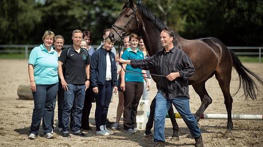 Coaching - basierend und im Einklang mit der DIN ISO 9001: Artikel Horse Assisted Coaching Rheinische Post (Q...