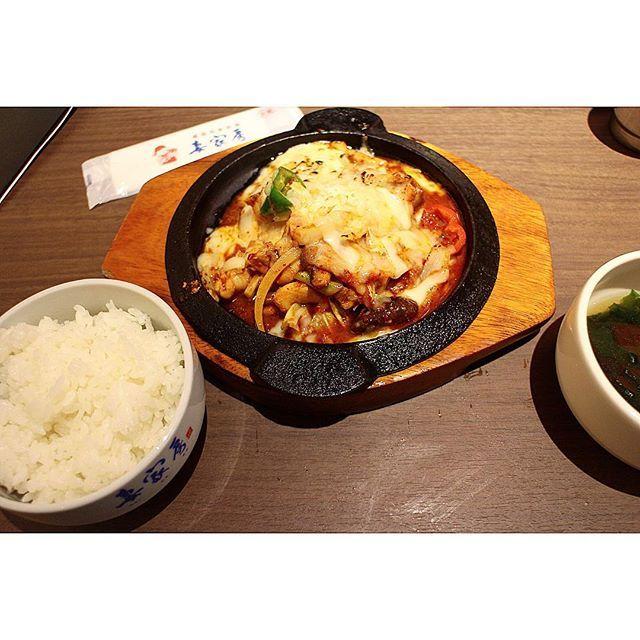 * * * 【チーズタッカルビ🧀🍖】¥1580 ライス、スープ、前菜ブュッフェ付き 昨日久々に韓国料理食べたせいで 韓国料理欲が爆発してる。 サムギョプサル食べたい… ビビンバ食べたい……💭💭 * * * * * * * * * * * #韓国 #旅行 #チーズ #肉 #韓国料理 #料理 #ごはん #夜ごはん #写真好きな人と繋がりたい #美味しい #カフェ #カフェ巡り #夕食 #チーズタッカルビ #グルメ #instafood #foodgram #delicious #meat #cheese #korean #korea #foodie #koreanfood #travel #foodstagram #foodlover #instafood #foodporn #foodlover #love #deliciousfood