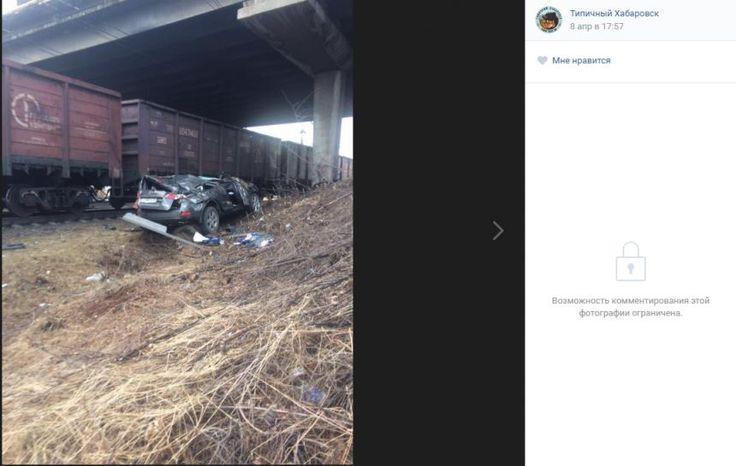 Шокирующие фото ДТП в Хабаровске, где авто упал с моста на железнодорожные пути http://kleinburd.ru/news/shokiruyushhie-foto-dtp-v-xabarovske-gde-avto-upal-s-mosta-na-zheleznodorozhnye-puti/