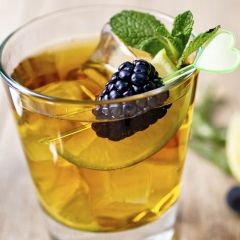 Best Blackberry-Lemon Iced Tea Recipe [ SkinnyFoxDetox.com ] #tea #skinny #health