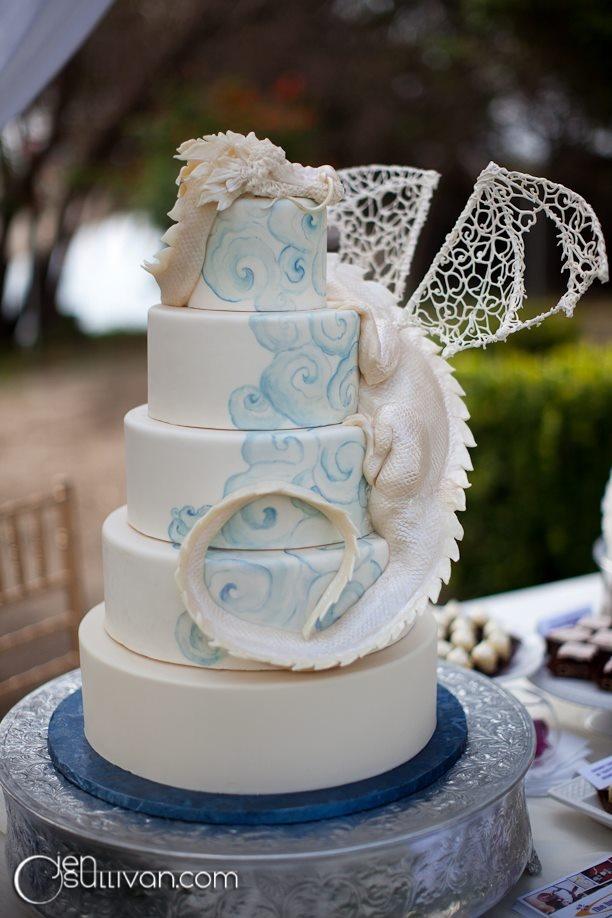 White Dragon cake Wedding cake? Um maybe if I was 20. Lol