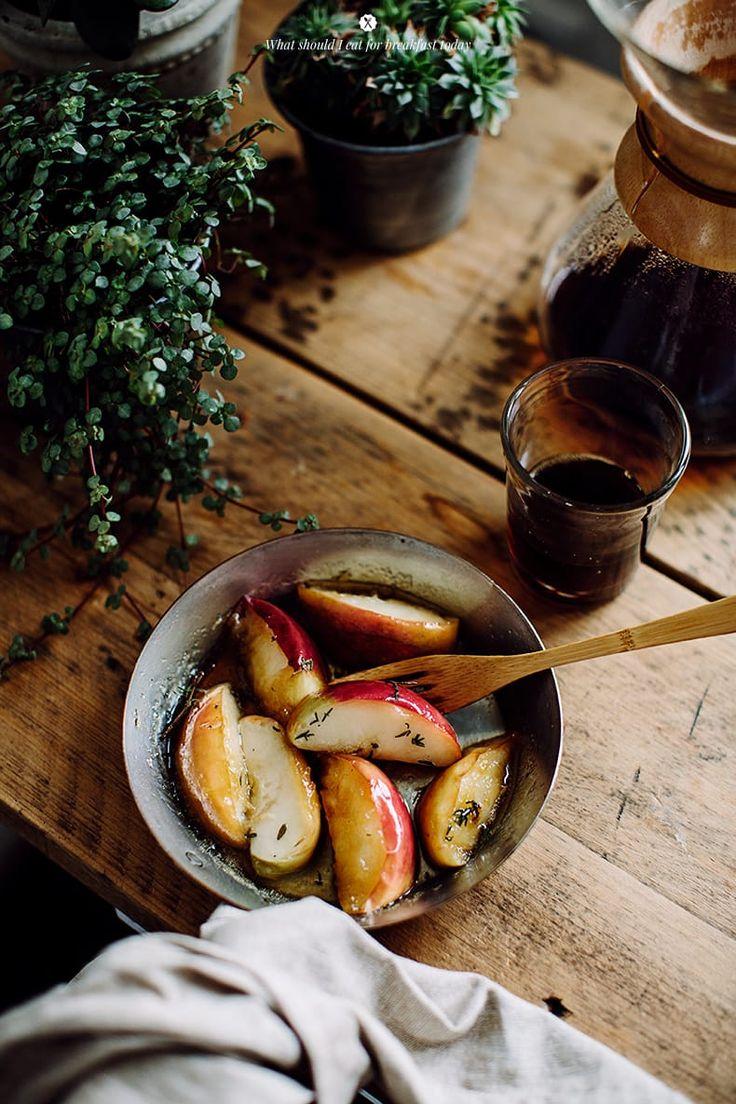 Omlet z jabłkami, cheddarem oraz tymiankiem  / Marta Greber