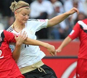 Deutschland besiegt Kanada mit 2:1  - WM-Eröffnungsspiel - So darf es gerne weitergehen: Die deutsche Frauen-Fußballnationalmannschaft hat das Eröffnungsspiel der Weltmeisterschaft 2011 gegen Kanada mit 2:1 gewonnen.