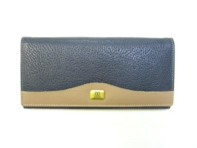Ladies navy kangaroo wallet with cow nappa combination. Kangaroo leather is one of the most durable skins on the planet. This design offers elegance, functionality and practicality, and was created to withstand daily use!