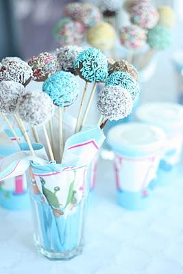 Cakepops | Meer tips: http://www.jouwwoonidee.nl/cakepops-maken/