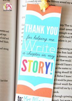 Teacher Appreciation Bookmarks (Free Printables!) - Give along with a favorite book for a special back-to-school teacher gift. #backtoschool