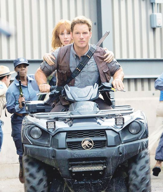 Chris Pratt as Owen Grady Jurassic world.