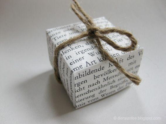 So hab ich´s gemacht: Besorgt Euch Papiere in passender Größe für Eure Schachtel – der Fantasie sind dabei keine Grenzen gesetzt, egal ob altes oder neues Papier. Überlegt Euch die Länge, Breite und Höhe der Schachtel, die ihr falten möchtet. … mehr