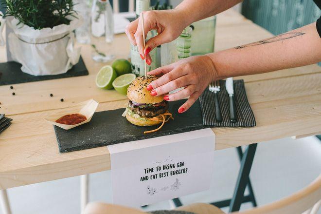 Burger und Gin. Geburtstagsparty für echte Kerle - Hochzeitsblog Fräulein K. Sagt Ja - Partyshop