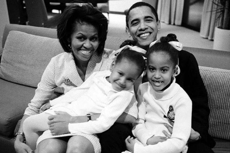 Congresmanul Barack Hussein Obama cu soţia, Michelle, şi cele două fiice, Malia şi Sasha (the yanger)