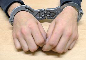 19-Nov-2013 7:32 - NEDERLANDER GEPAKT MET 17 KILO HEROÏNE IN AUSTRALIË. Een 21-jarige Nederlander is maandag in Australië aangehouden omdat hij wordt verdacht van het smokkelen van heroïne. Hij is samen met drie Canadezen gepakt met 17 kilogram heroïne, meldden Australische media dinsdag.