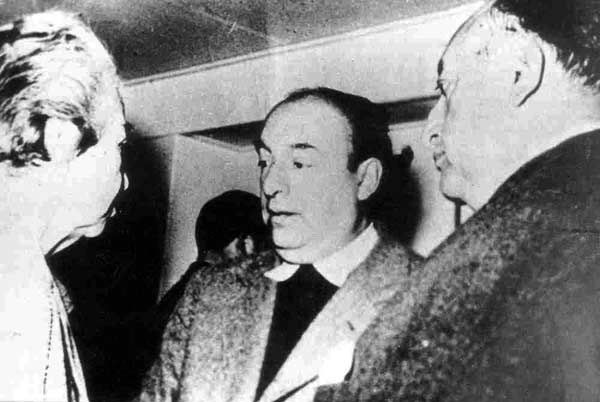 Gabriel Mistral;Pablo Neruda y Miguel Angel Asturias... tres Premios Nobel conversan....