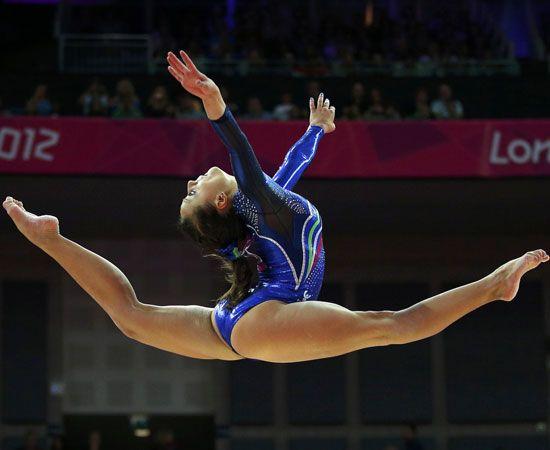 """Il momento del grande esordio è arrivato. Le Olimpiadi sono ufficialmente iniziate anche per Carlotta Ferlito e Elisabetta Preziosa, le due atlete divenute note al grande pubblico come protagoniste del """"Docu-reality"""" """"Ginnaste-Vite-Parallele""""."""