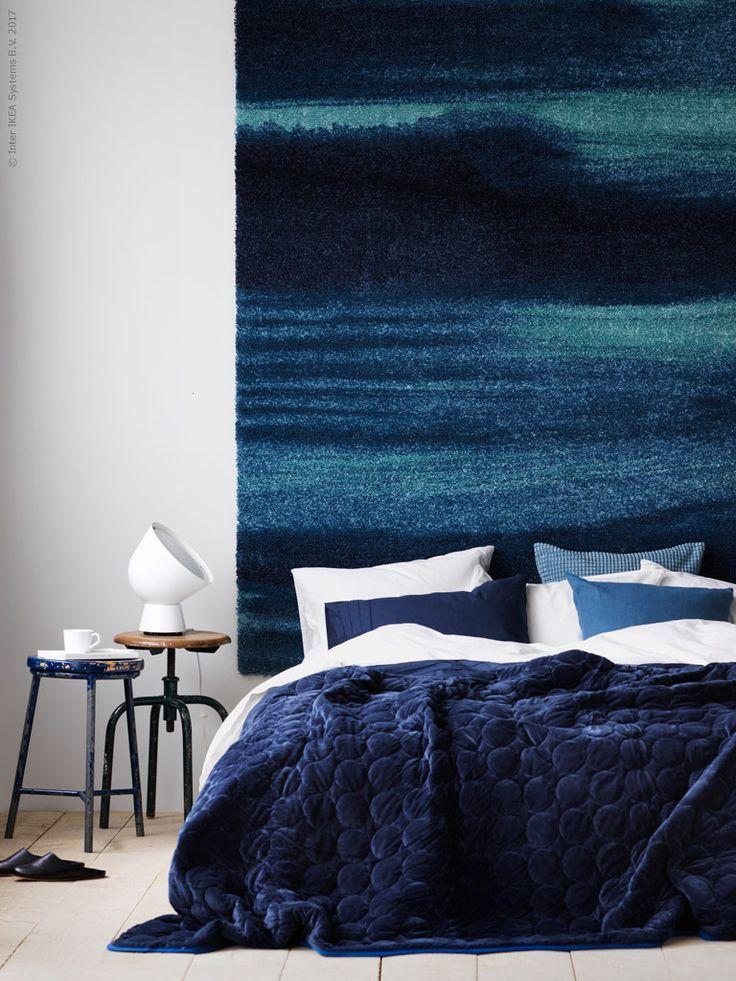 SÖNDERÖD vloerkleed | Deze pin repinnen wij om jullie te inspireren. IKEArepint IKEA IKEAnederland IKEAnl tapijt slaapkamer blauw IKEA PS 2017 lamp kruk bed inspiratie