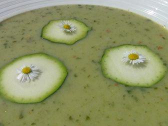 Tento recept na cuketovou polévku je takový základní, vhodný pro malé děti.