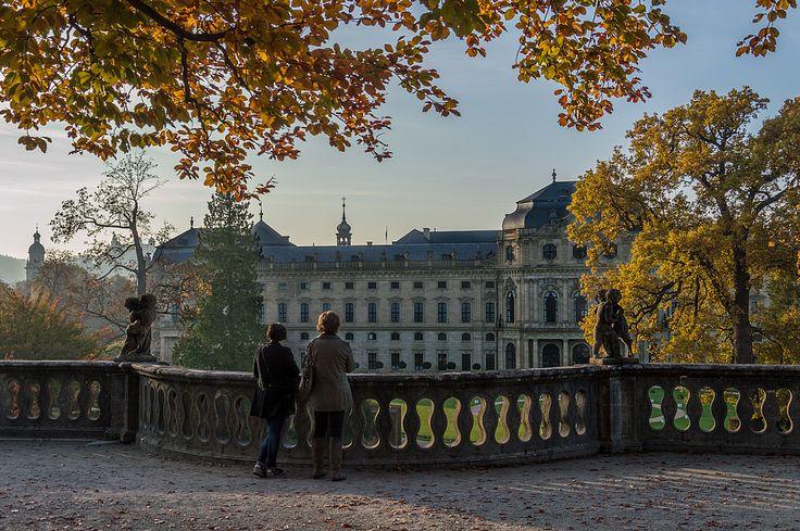 Würzburger Residenz im Herbst von Hertha G
