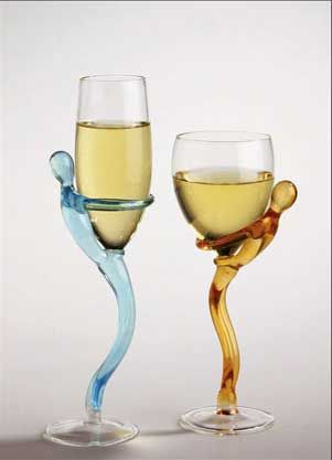 These handcrafted glass figurines gently hug your champagne or wine, and add an extra-festive touch with their bright colors and fluid legs forming the stem.