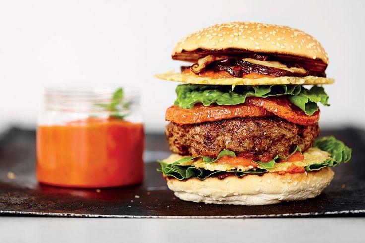 Ketchup is makkelijk zelf te maken en waanzinnig lekker bij allerlei gerechten, van luxe hamburgers tot pasta.