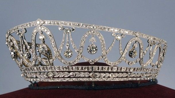This diadem was stolen from the Badisches Landesmuseum in Karlsruhe. It belonged to Grand Duchess Hilda of Baden (1864-1952), born a Princess of Nassau and wife of the last reigning Grand Duke of Baden.